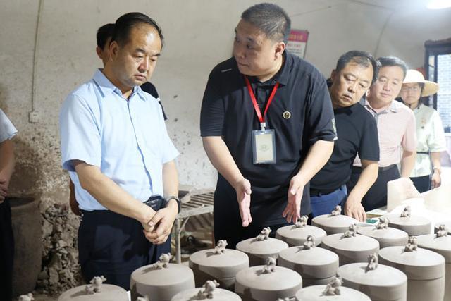 澄城县委书记王万庆调研尧头窑文化旅游生态园区项目建设和产业发展情况